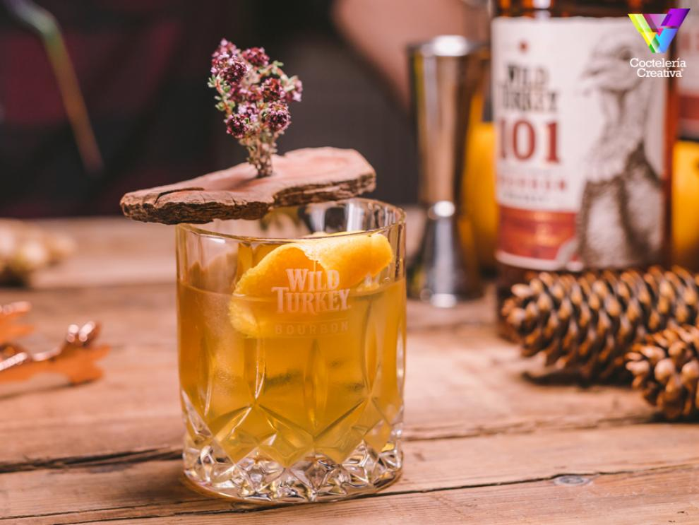 imagen del cóctel wood yeast old fashioned con wild turkey bourbon