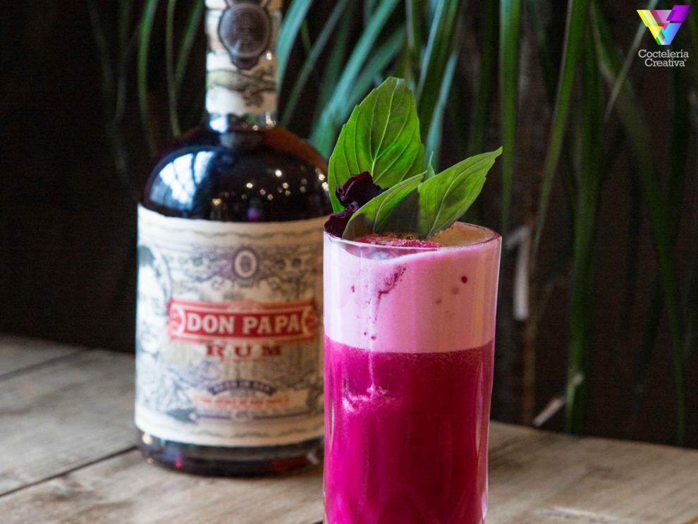 Cóctel Beet the rush con botella de don papa rum