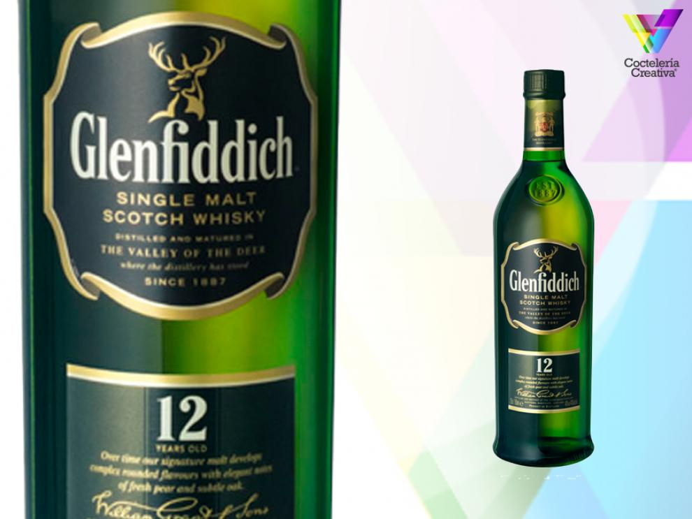 imagen de glenfiddich 12 yeras old single malt scotch whisky con detalle de su etiqueta